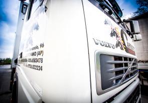 Dettaglio di un automezzo da trasporto della ditta Capriotti